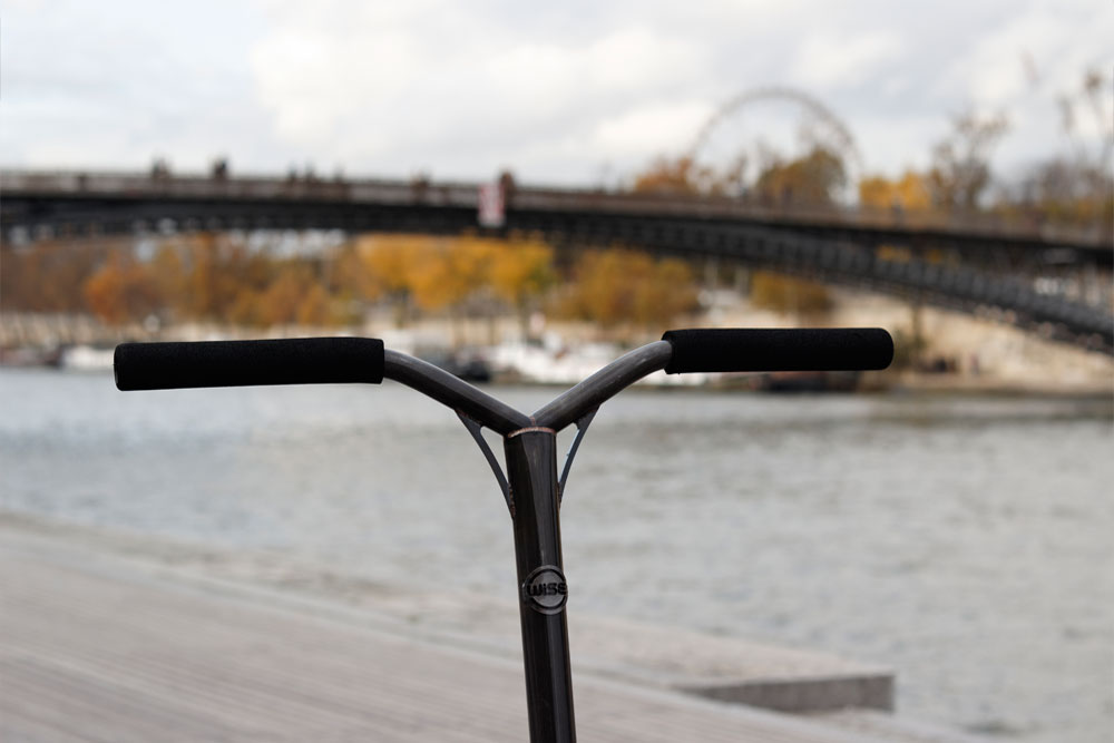 steel_bars_wise_scootering_outdoor