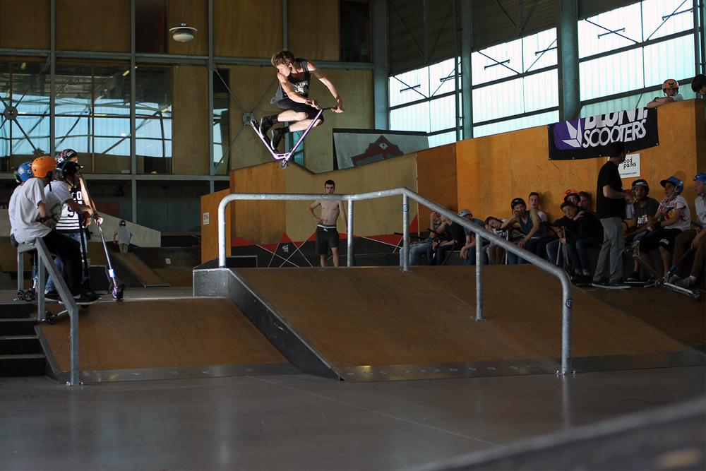 remi_bouchard_wise_scootering_360over