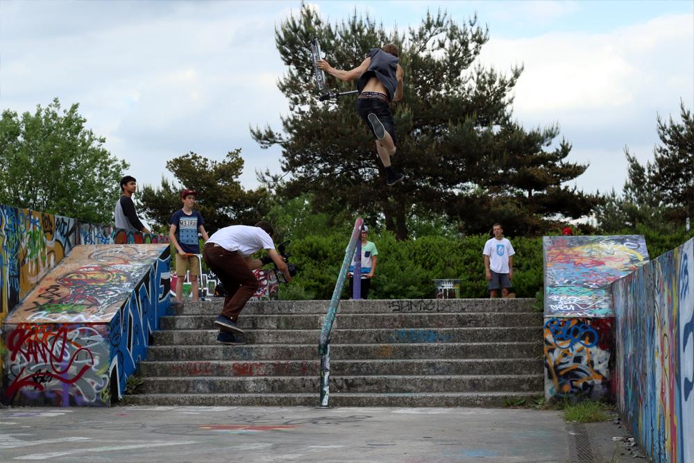 remi_bouchard_wise_scootering_dscooterflip out front board uprail
