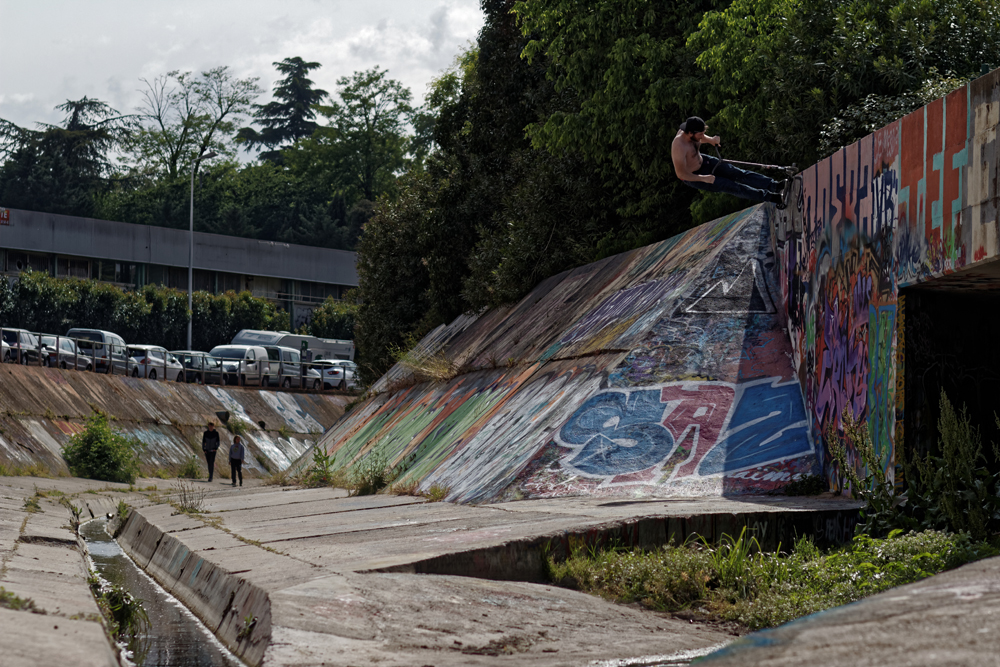 balthazar_neveu_wise_scootering_wallFise